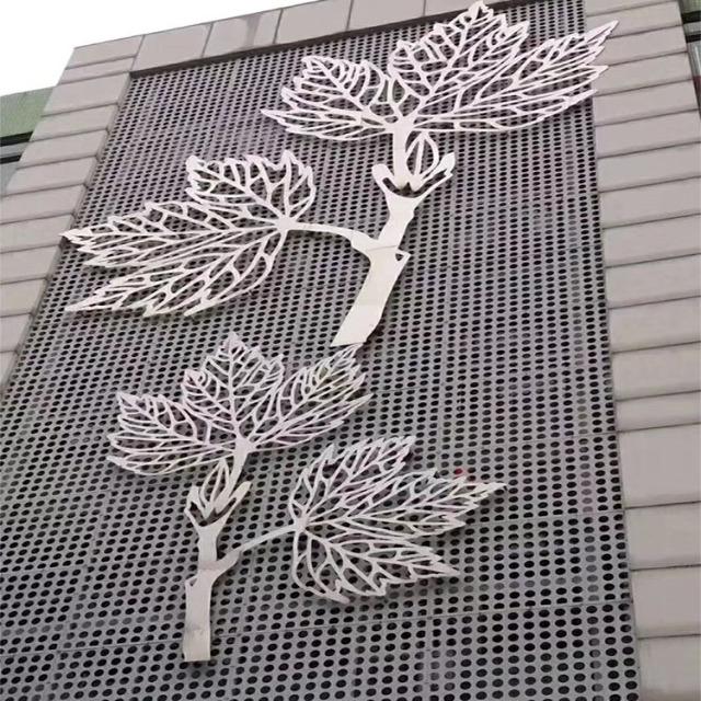 雕刻树叶图案和冲孔背景墙铝单板