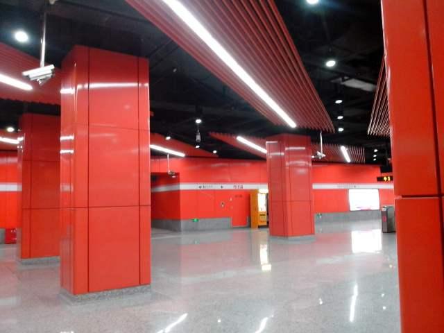 地铁烤瓷墙面铝单板和包柱铝板