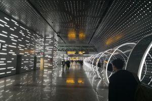 广州白云机场时光隧道冲孔铝板吊顶