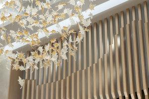 木纹色铝合金造型屏风
