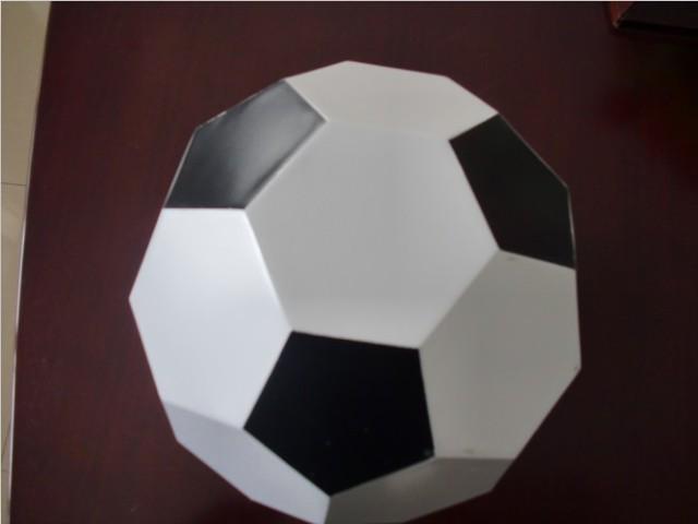 黑白色足球造型铝单板工艺品