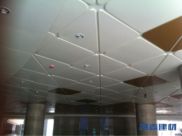 西安市秦汉唐凹槽造型铝单板