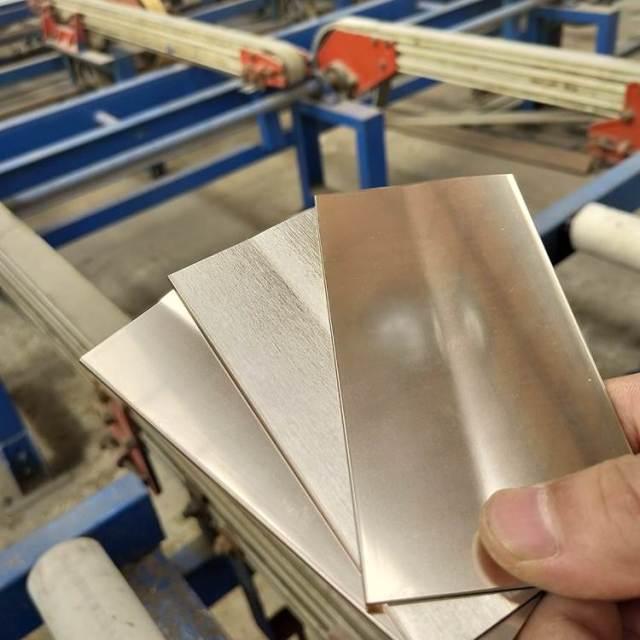 金色拉丝和磨砂氧化铝板
