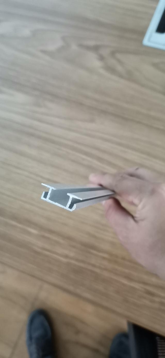 辊压型铝圆管上方卡槽型材