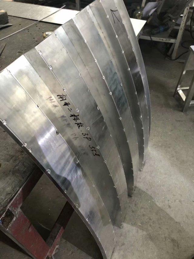 凹凸弧形外墙铝单板正点焊固定造型
