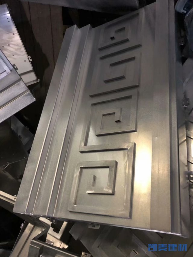 铝方管铆在铝单板上制成窗花图案铝单板