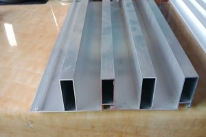 凹凸形深槽勾搭波浪板铝型材