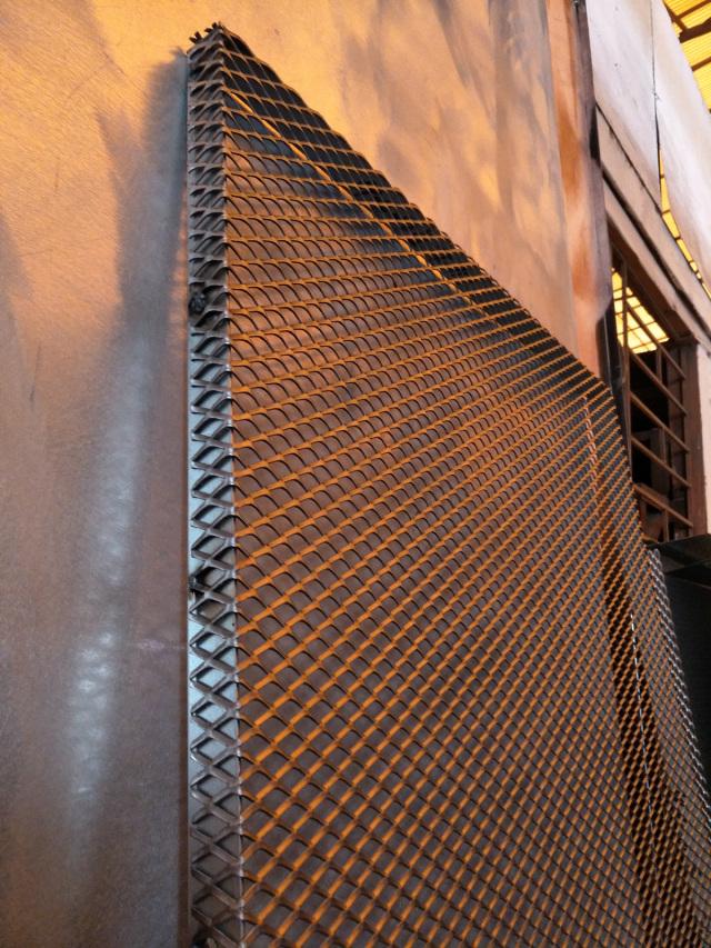 钢板拉网芯外包边框