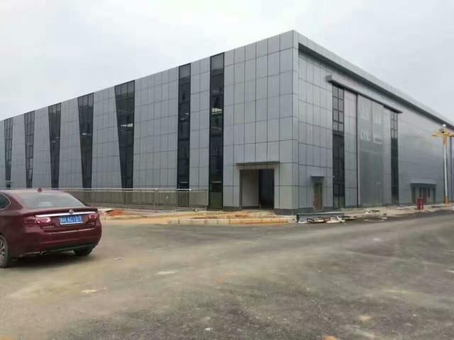 工厂银灰色外墙铝单板