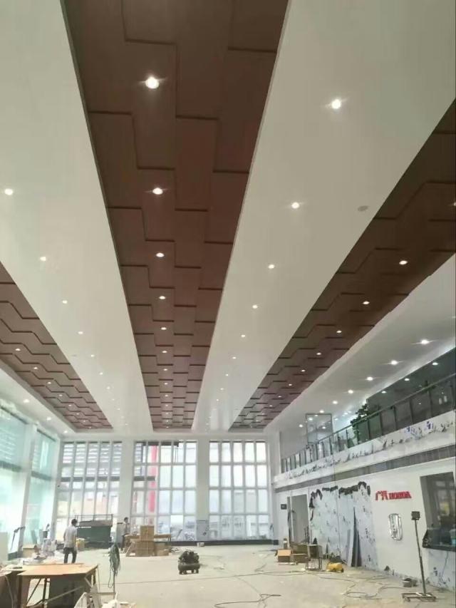 广汽本田4S店木纹色凹凸拼装吊顶铝单板整体效果