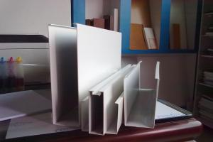 白色铝方通
