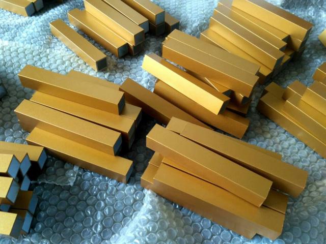 50*50金色氟碳喷涂铝方管