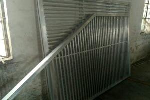 楼梯斜向立式铝合金扶手