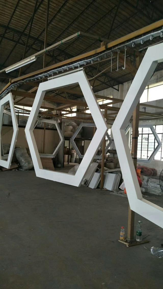 铝单板焊接六边形中空造型吊顶