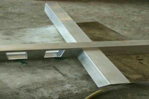 铝合金方管冲孔并卯榫连接
