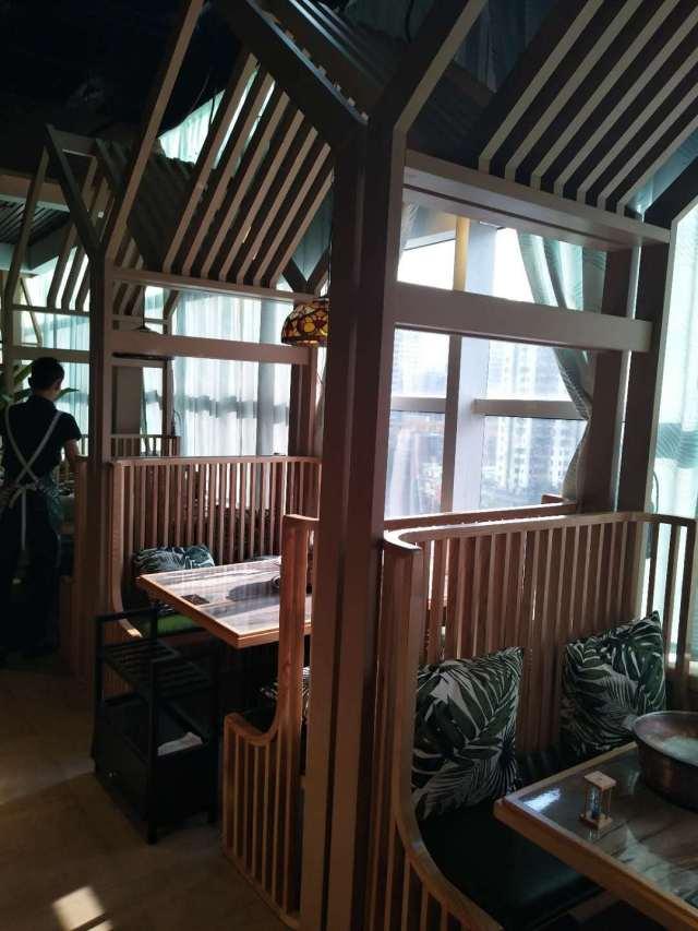 餐馆内装中式凉亭风格的铝合金围栏