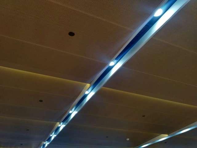 木纹色冲孔吸音吊顶铝单板