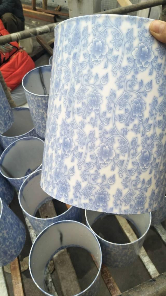 铝圆管表面转印青花瓷纹理细节