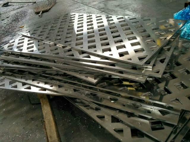20mm超厚铝板雕三角形孔铝板