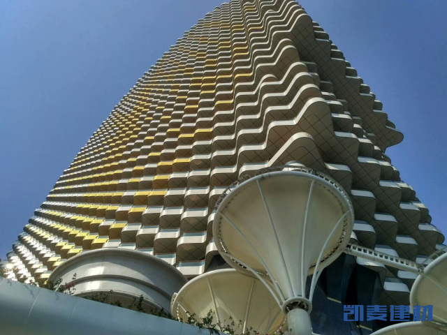 梧桐树大楼阳台银色氟碳波浪形铝单板