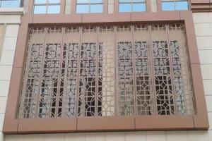 咖啡色铝合金雕刻花窗
