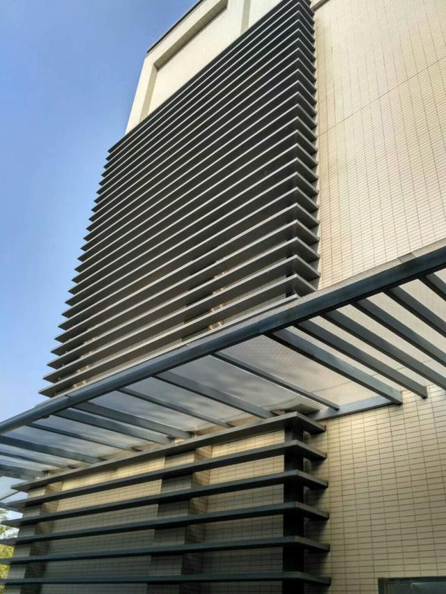 外墙安装横向铝合金格栅