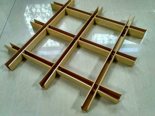 150*150木纹色铝格栅