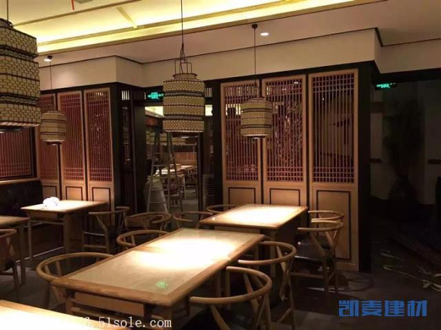 仿古中餐馆装饰木纹铝屏风