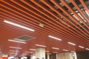 铝通安装视频 木纹铝方通安装现场