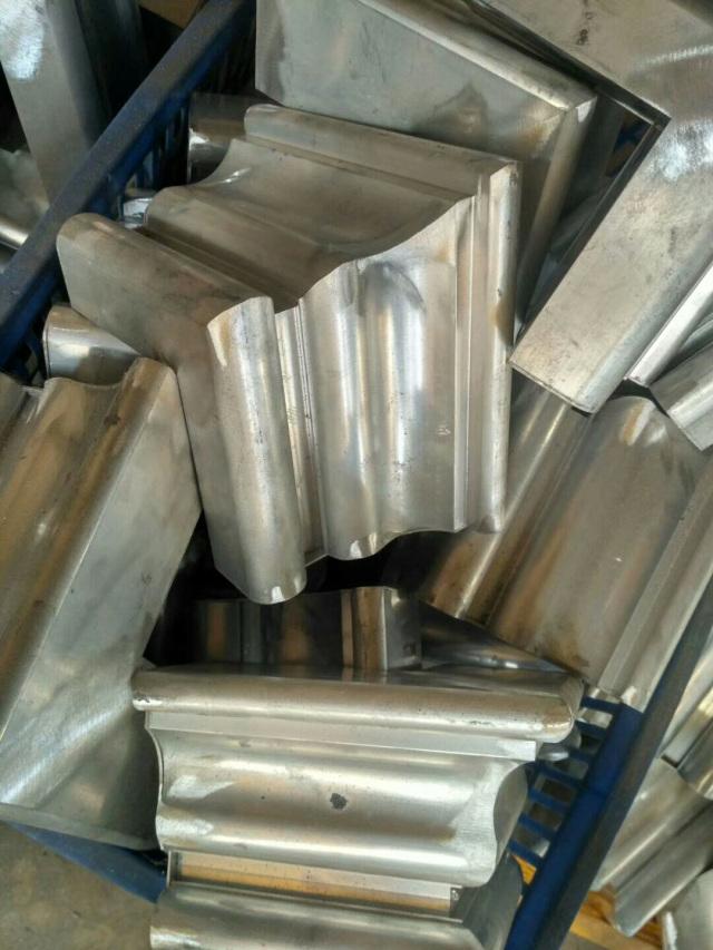 别墅阳台凹凸转角造型铝单板