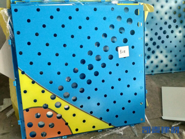幼儿园渐变冲孔喷绘图案铝单板
