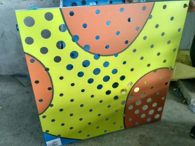 幼儿园渐变冲孔喷绘长颈鹿图案铝单板