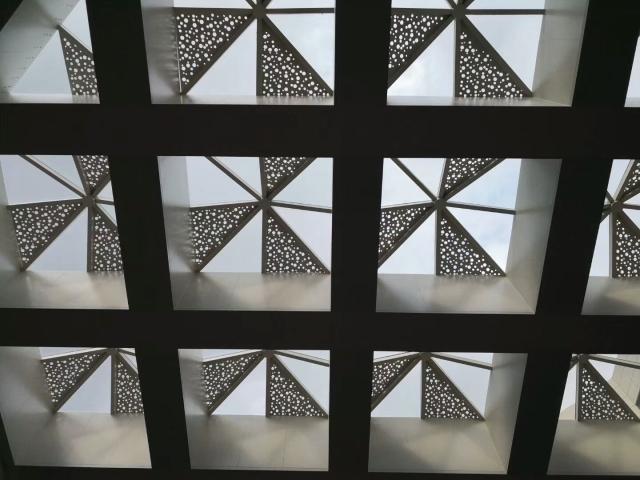 商场天面保护伞造型冲孔铝单板吊顶