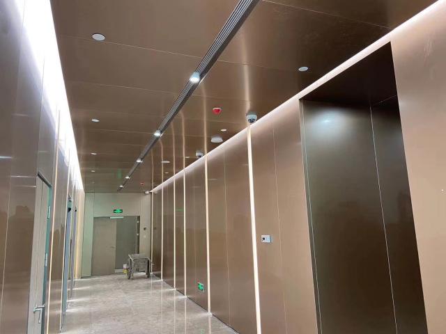 写字楼电梯间电镀仿古铜墙面铝单板
