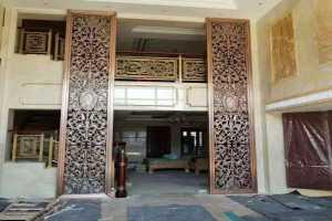 12米高入门木纹色铝屏风