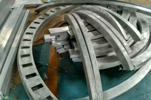 拉弯弧形铝方管冲孔