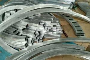 60*150规格铝方管拉弯