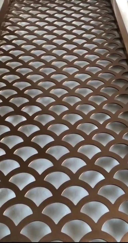 鱼鳞形雕刻孔电镀红铜色铝单板
