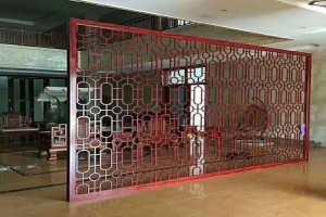 红木纹立面铝屏风