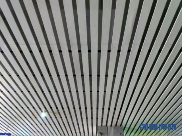 白色R形铝条扣吊顶