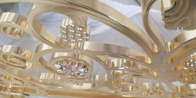 金色镜面电镀浮雕铝窗花雕刻细节