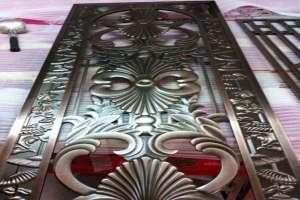仿古铜色前门玄关浮雕铝板屏风
