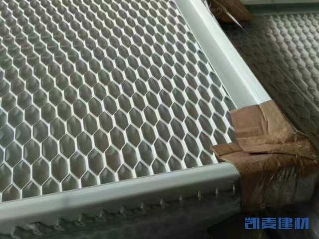 六边形冲孔拉网勾搭铝单板背面