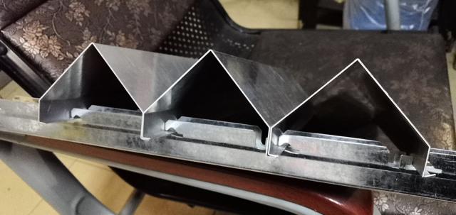 勾搭密拼式V形铝挂片