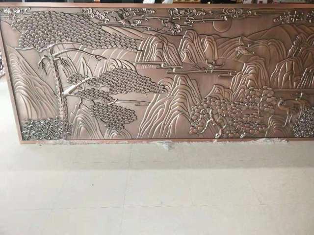 红铜色浮雕迎客松图案铝板