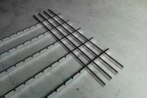 铝格栅正副骨交错安装