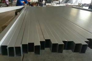 200*60*2.5mm深灰色烤漆铝方管