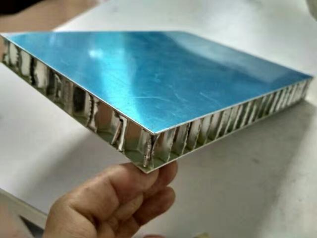 30mm厚原色复合铝蜂窝板