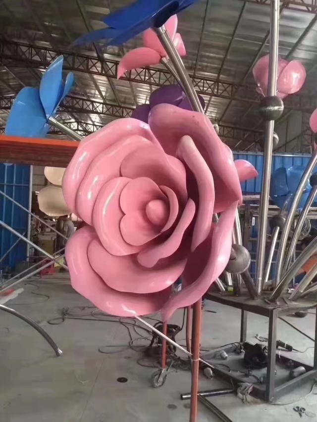 粉红色玫瑰花造型双曲铝单板工艺品