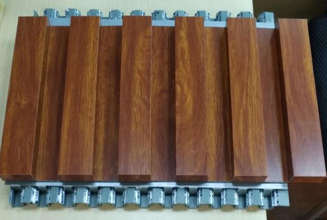 木纹色锥芯三维复合瓦楞板刨槽折弯成长城复合板